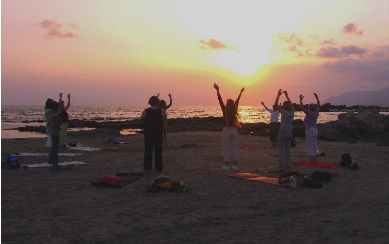 strand-kreta-yoga